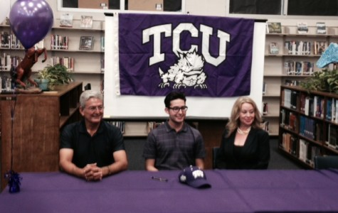 Performer Signs With TCU